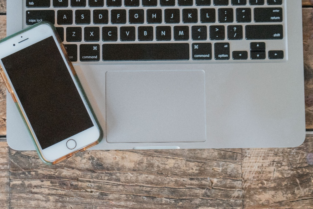 email marketing - device type - smartphone and laptop