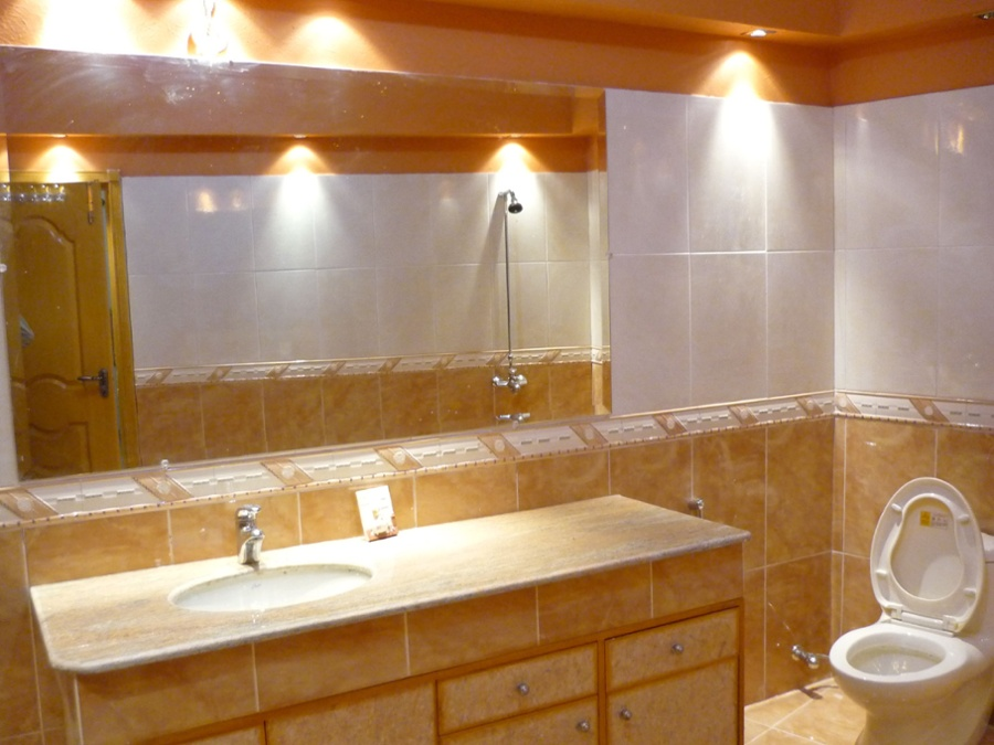 outdated bathroom - example of awareness stage - content marketing